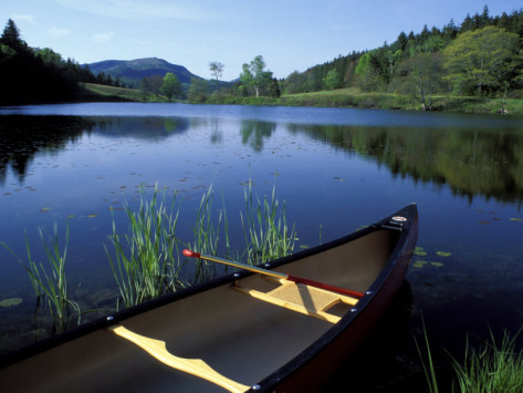 jerry-marcy-monkman-canoe-resting-on-the-shore-of-little-long-pond-acadia-national-park-maine-usa